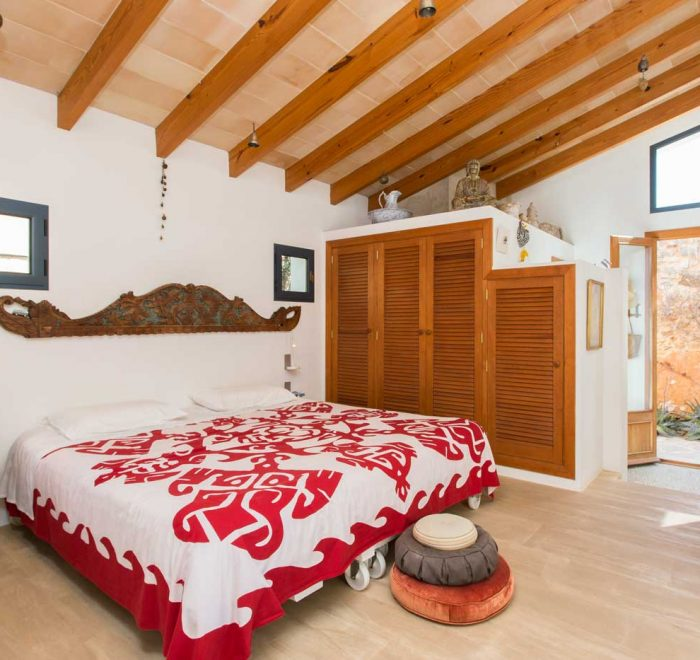 SHIVA: suite with king size bed, shower with glass ceiling and bathroom